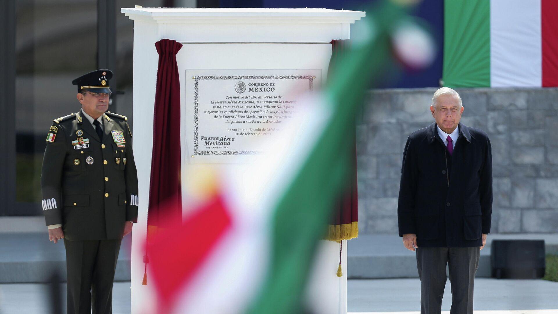 El secretario de la Defensa Nacional de México, general Luis Crescencio Sandoval, y el presidente de México, Andrés Manuel López Obrador - Sputnik Mundo, 1920, 17.02.2021