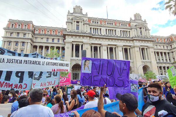 Miles de mujeres reclamaron frente al Palacio de Tribunales para exigir acciones al Estado para frenar los femicidios  - Sputnik Mundo