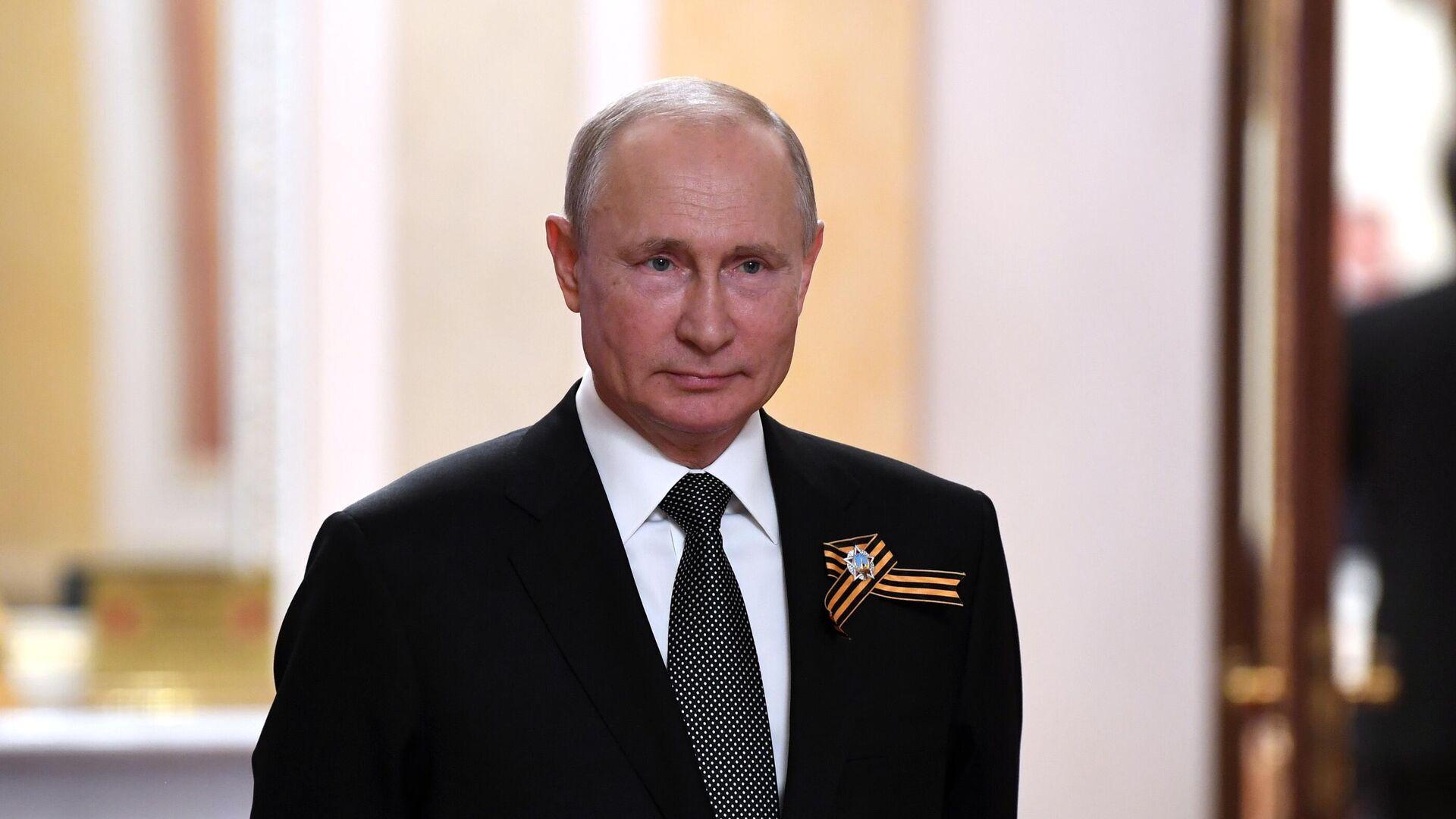 Vladímir Putin, presidente de Rusia, durante las celebraciones del 75 aniversario de la victoria sobre el nazismo - Sputnik Mundo, 1920, 19.02.2021