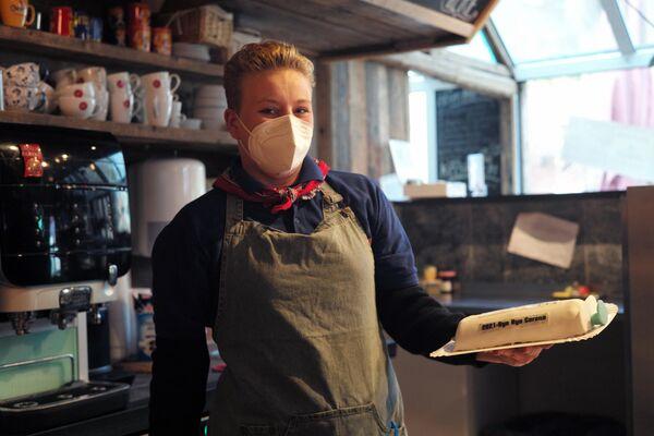Asimismo, la cafetería ofrece hornear pan o pasteles personalizados a pedido. - Sputnik Mundo