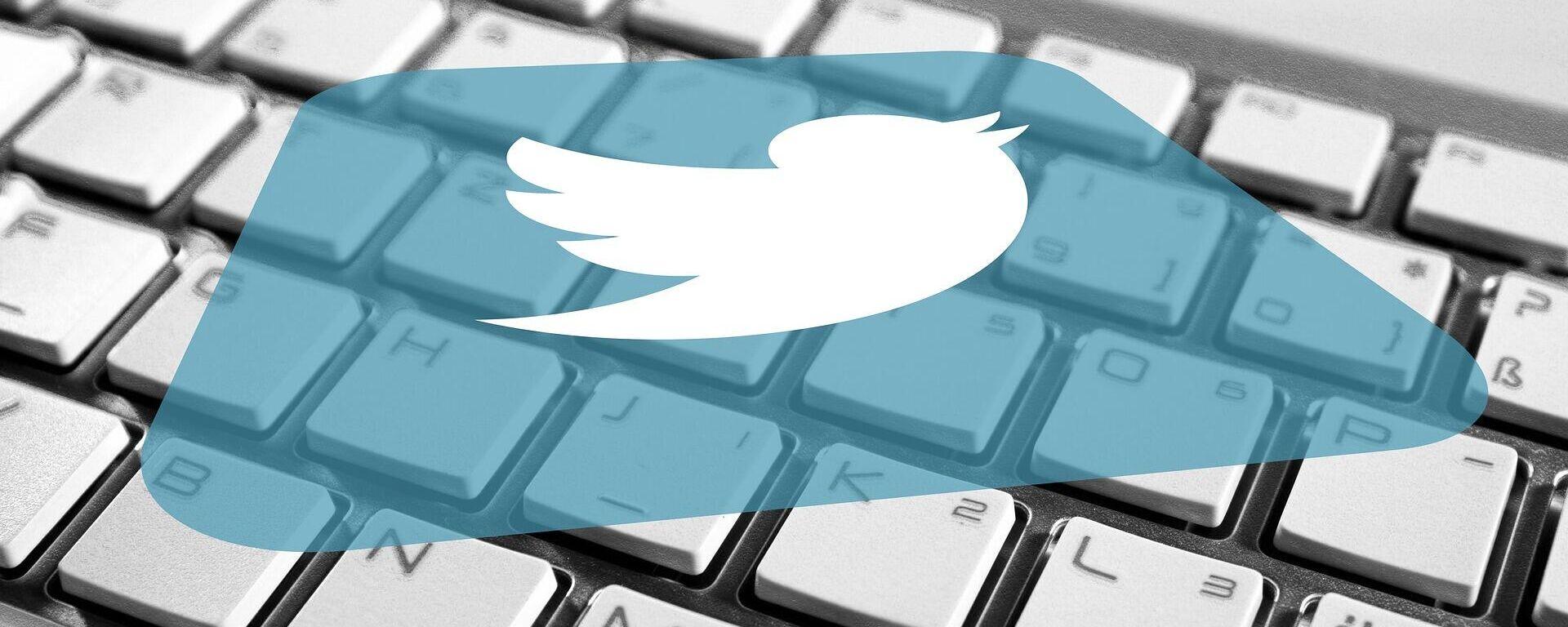 El logo de Twitter sobre un teclado - Sputnik Mundo, 1920, 18.03.2021