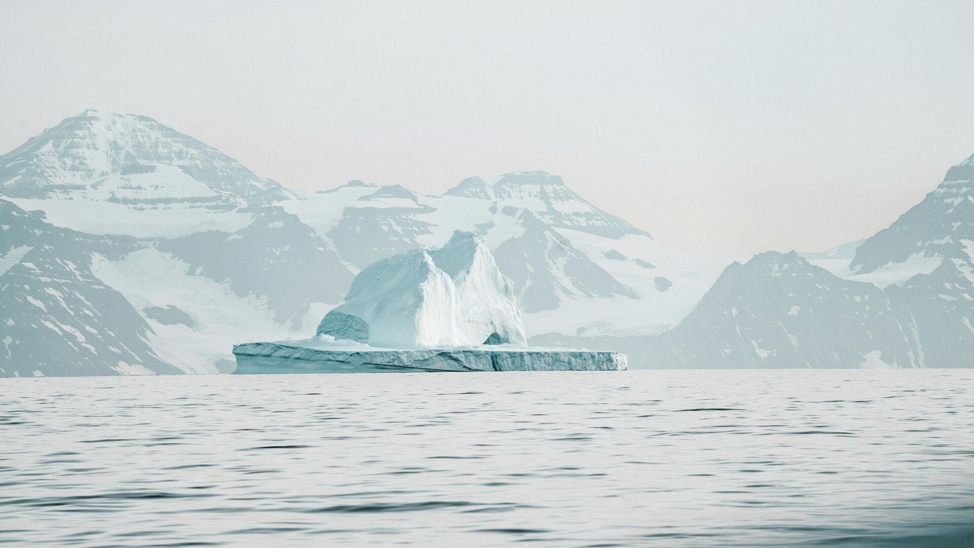 Un témpano de hielo en el Ártico - Sputnik Mundo, 1920, 18.09.2021