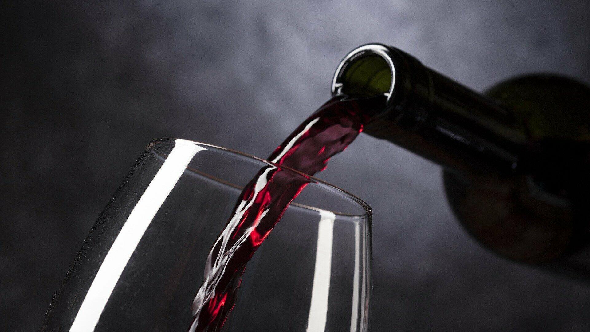 Imagen referencial de una botella de vino  - Sputnik Mundo, 1920, 30.09.2021