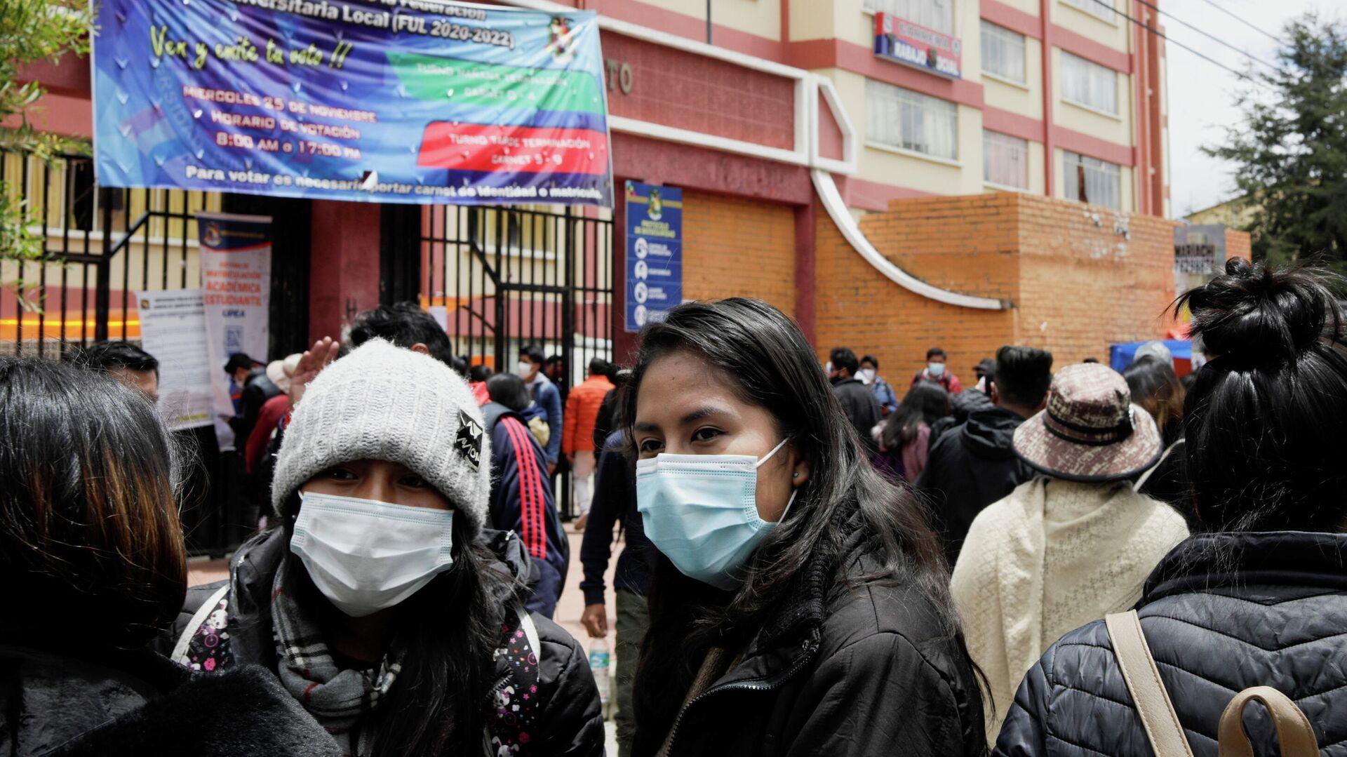 Estudiantes de la Universidad Pública de El Alto (UPEA) reunidos tras la tragedia estudiantil - Sputnik Mundo, 1920, 03.03.2021