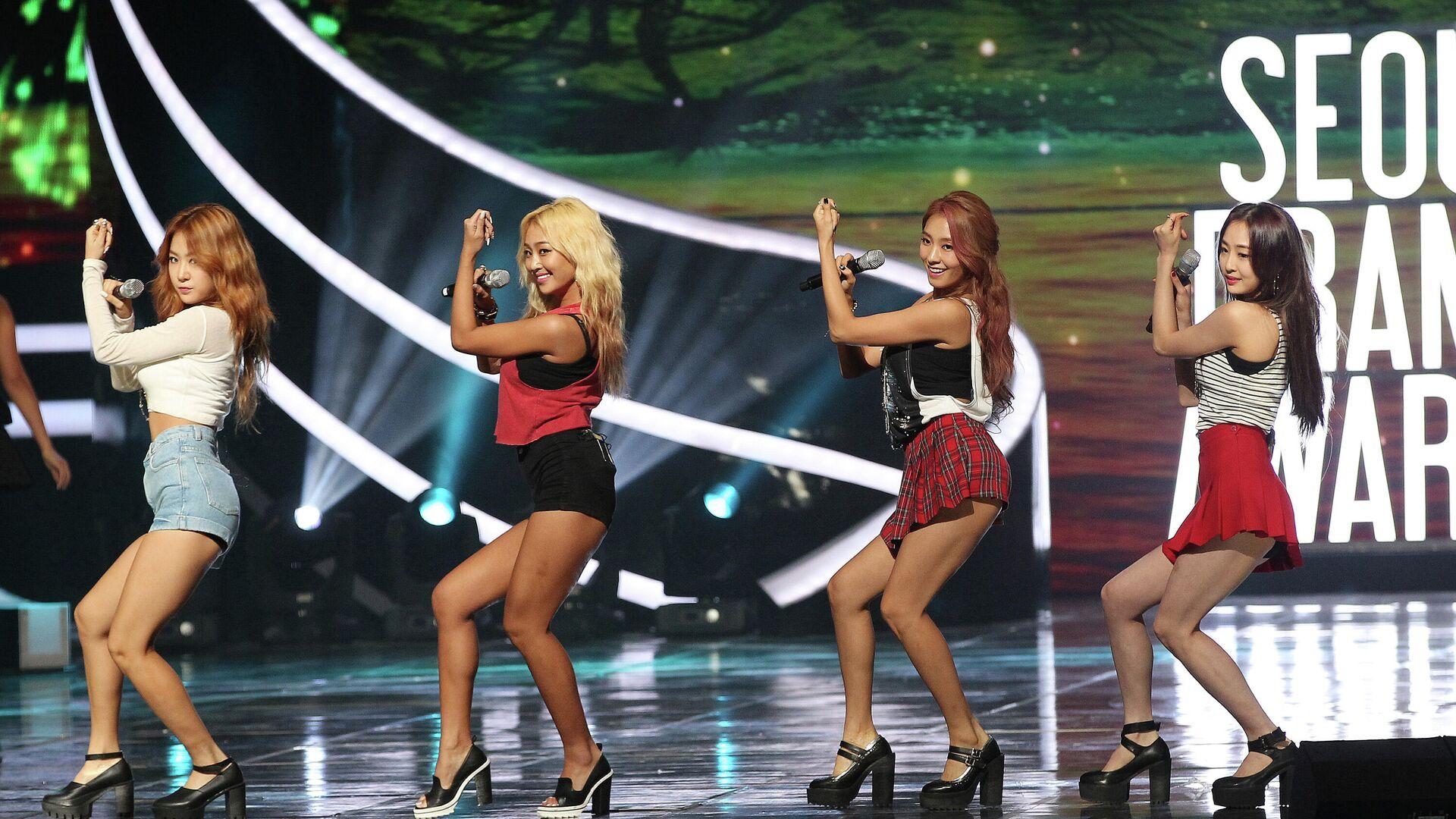 El grupo de pop surcoreano Sistar actúa en los Seoul International Drama Awards en Seúl - Sputnik Mundo, 1920, 04.03.2021
