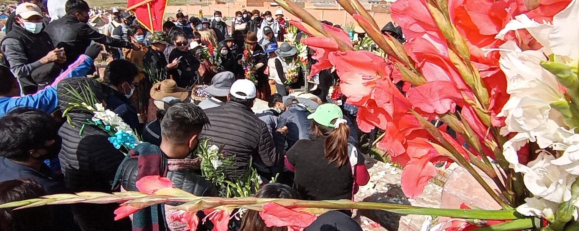 Entierro de Saúl Mamani, fallecido durante la tragedia en la Universidad Pública de El Alto, Bolivia - Sputnik Mundo, 1920, 05.03.2021
