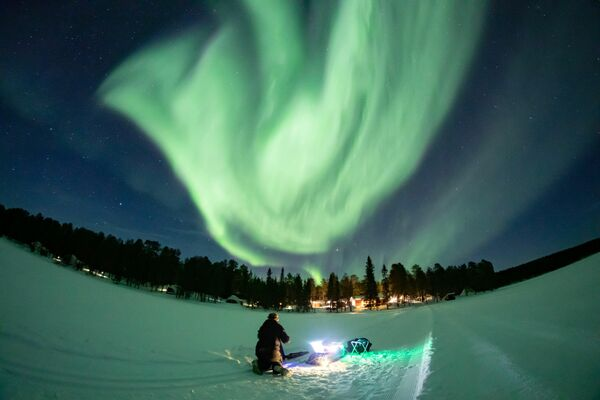 La aurora boreal sobre Torassieppi en Laponia, Finlandia. - Sputnik Mundo
