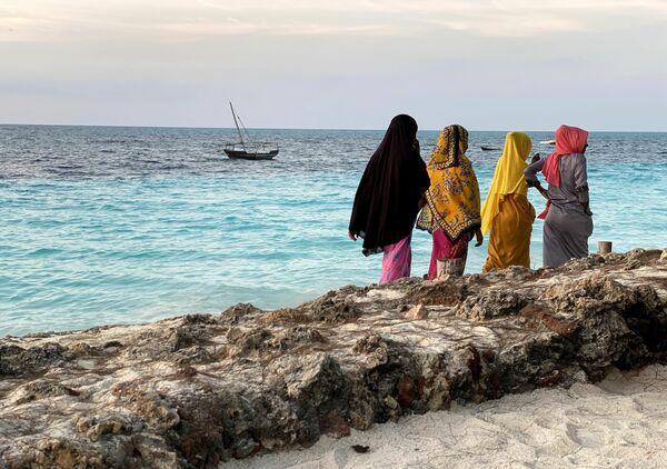 Las habitantes de la isla de Zanzíbar en la costa del océano Índico. - Sputnik Mundo