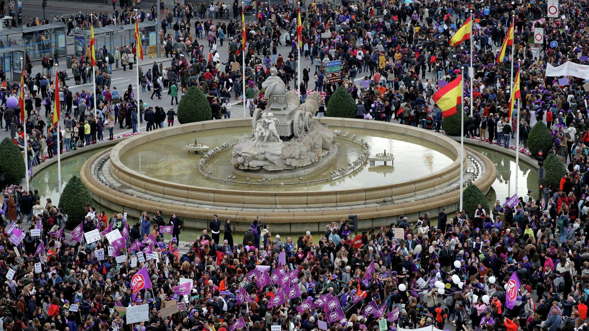 Una protesta con motivo del Día Internacional de la Mujer en Madrid, el 8 de marzo del 2020 (archivo) - Sputnik Mundo, 1920, 05.03.2021