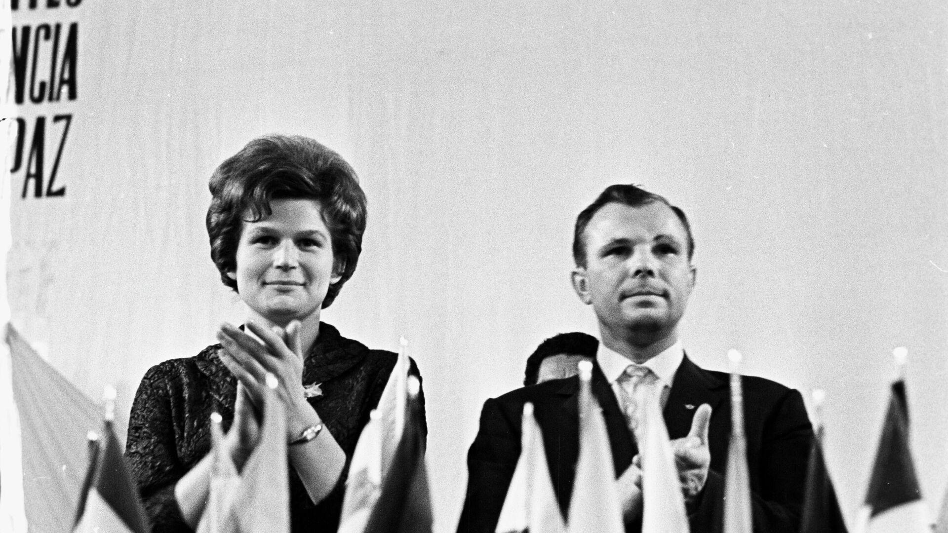 Valentina Tereshkova y Yuri Gagarin, cosmonautas soviéticos - Sputnik Mundo, 1920, 06.03.2021