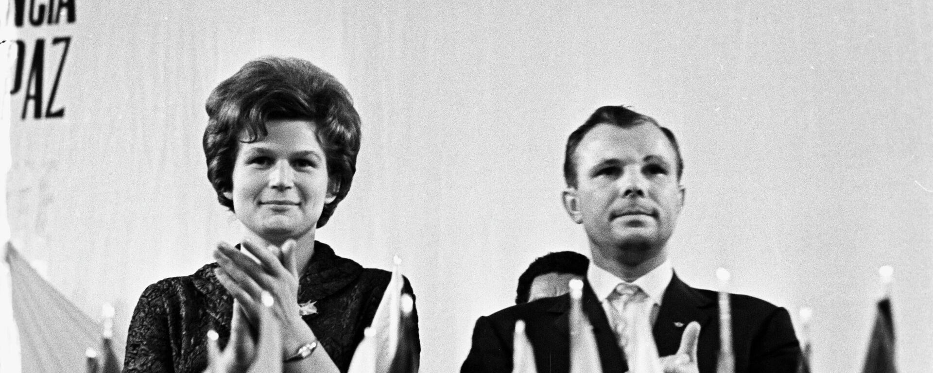 Valentina Tereshkova y Yuri Gagarin, cosmonautas soviéticos - Sputnik Mundo, 1920, 12.04.2021