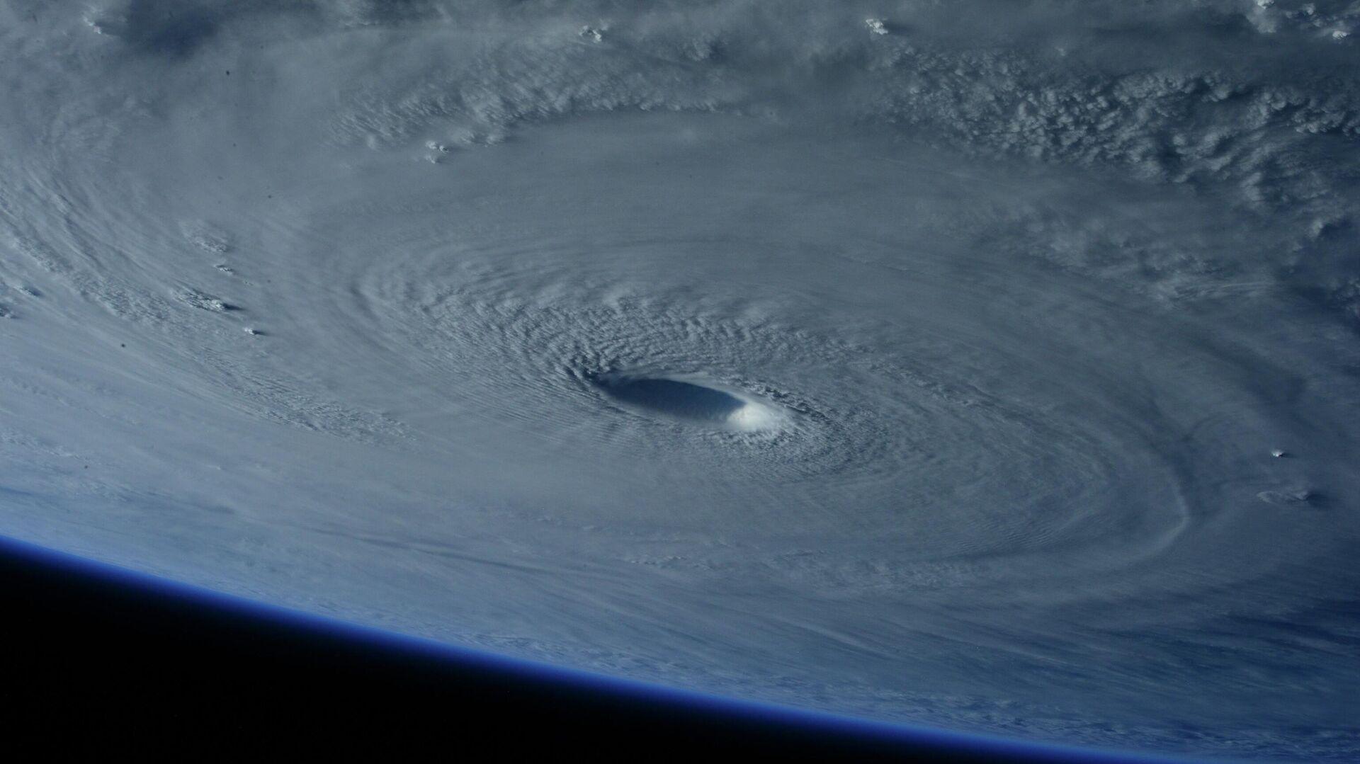 Un huracán visto del espacio (imagen referencial) - Sputnik Mundo, 1920, 25.09.2021