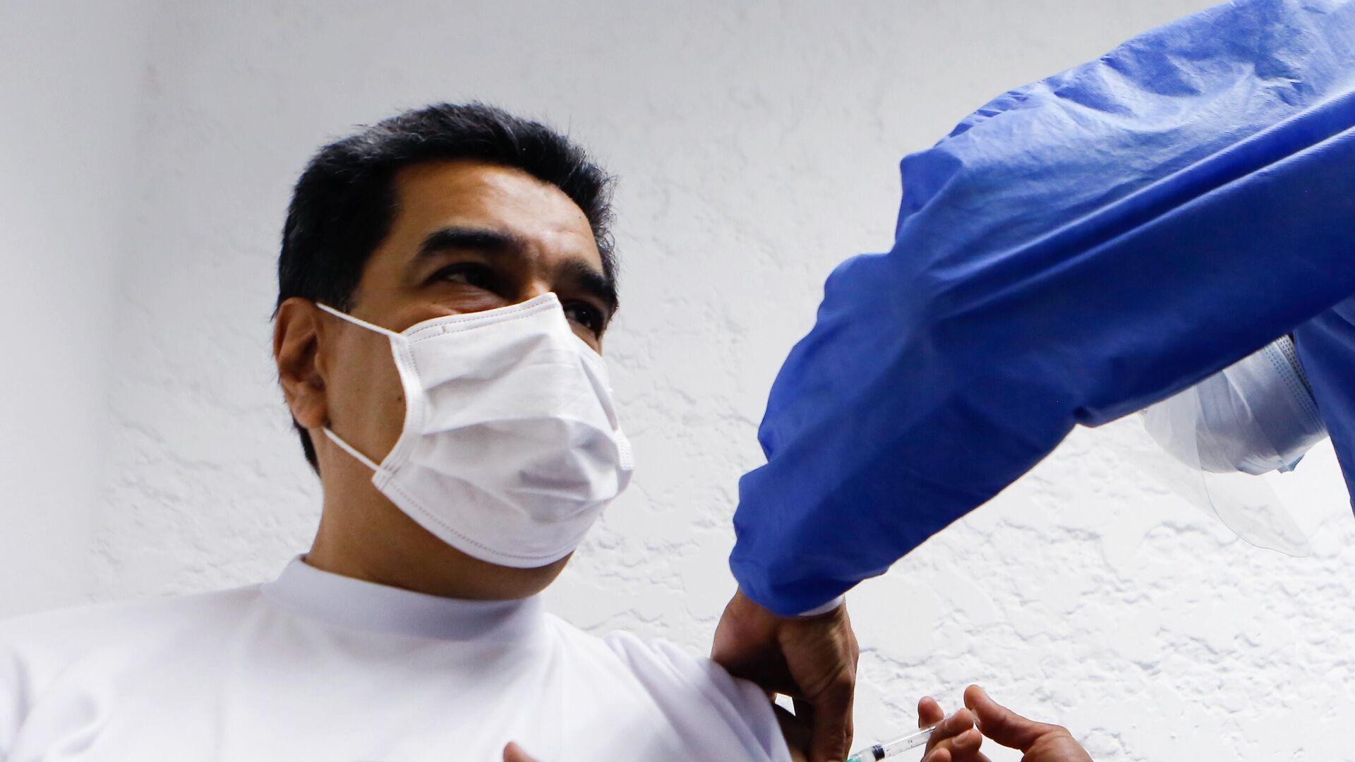 Maduro se coloca la primera dosis de la vacuna Sputnik V  - Sputnik Mundo, 1920, 06.03.2021