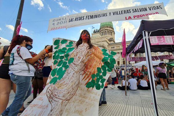 Vanina Veigas, presente en la marcha en representación a las mujeres asesinadas - Sputnik Mundo