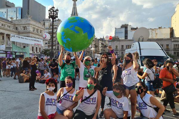 El Día Internacional de la Mujer fue otra jornada de lucha del feminismo fuera del Congreso argentino - Sputnik Mundo