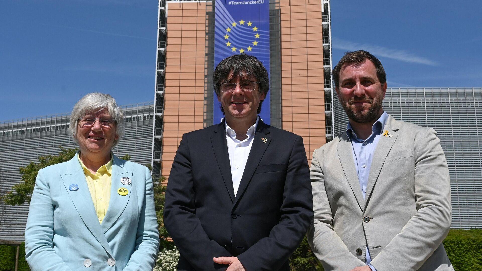 Foto de archivo de Clara Ponsati, Carles Puigdemont y Antoni Comín en la Comisión Europea - Sputnik Mundo, 1920, 09.03.2021