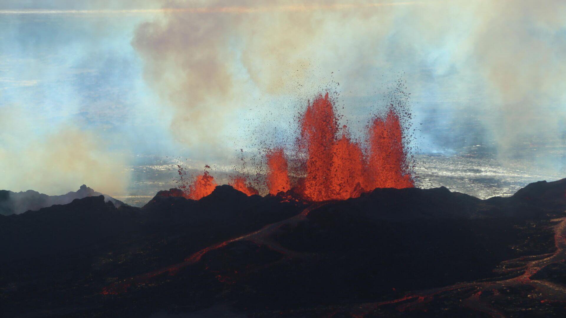 Una erupción del volcán islandés Bardarbunga en 2014 - Sputnik Mundo, 1920, 09.03.2021