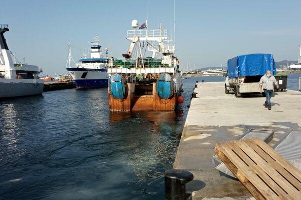 El pesquero 'Patricia Marta' a su salida de puerto - Sputnik Mundo