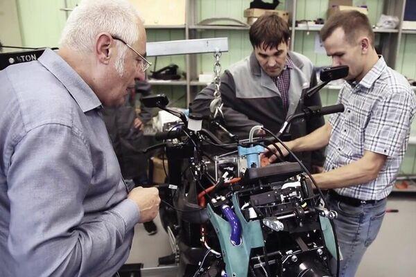 La construcción de la moto eléctrica Aurus - Sputnik Mundo