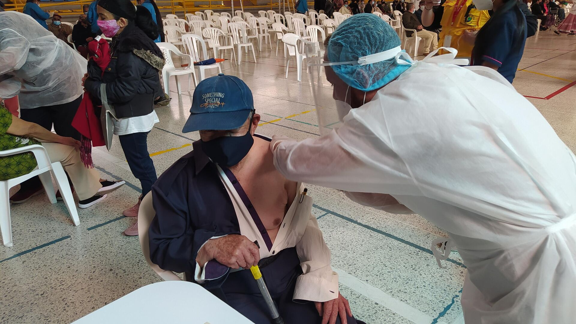 Un centro de vacunación contra COVID-19 en Bogotá, Colombia - Sputnik Mundo, 1920, 12.03.2021