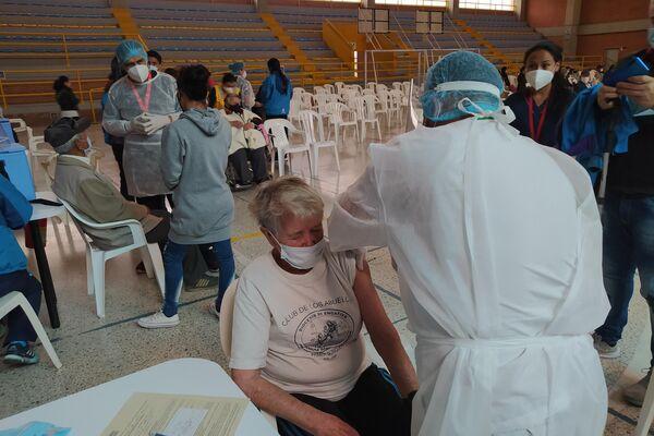 Jornada de vacunación a adultos mayores en El Tunal, Bogotá - Sputnik Mundo