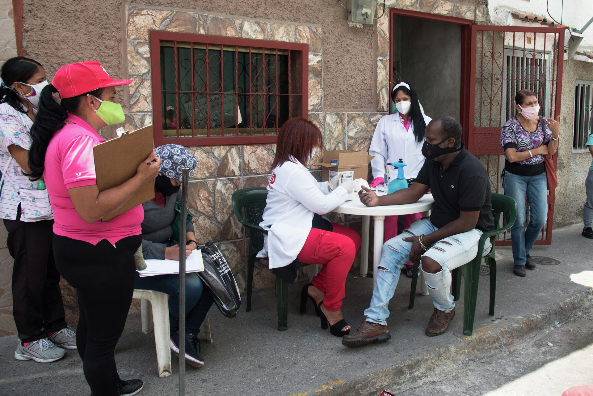 Personal médico realiza recorrido por favelas de Caracas para identificar y aislar casos de COVID-19 - Sputnik Mundo, 1920, 13.03.2021