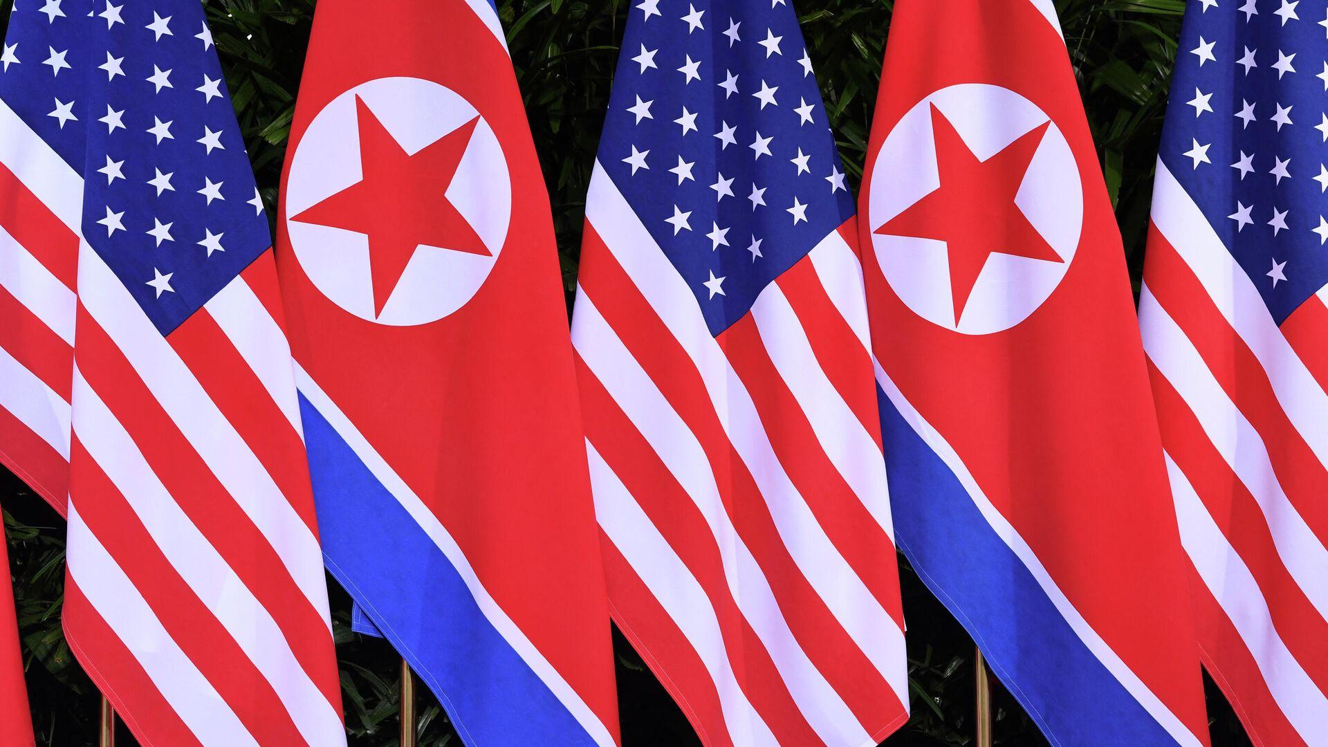 Banderas de EEUU y de Corea del Norte - Sputnik Mundo, 1920, 15.03.2021