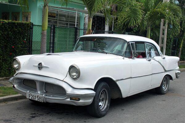 Oldsmobile Super 88 sedan Holiday 1956 - Sputnik Mundo