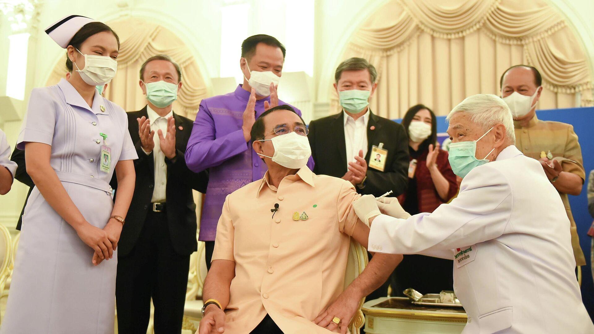El primer ministro de Tailandia, Prayuth Chan-ocha, recibe primera dosis de AstraZeneca - Sputnik Mundo, 1920, 16.03.2021