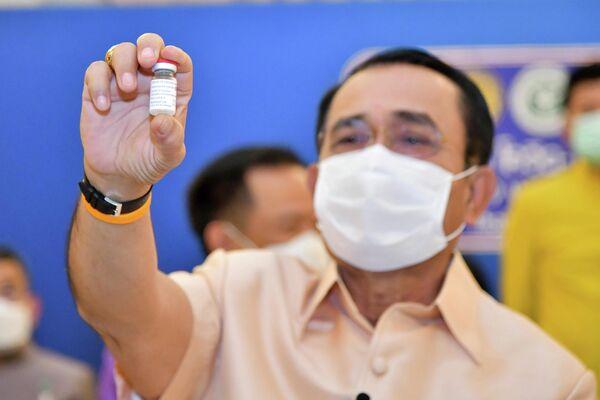 El primer ministro de Tailandia, Prayuth Chan-ocha, recibe primera dosis de AstraZeneca - Sputnik Mundo
