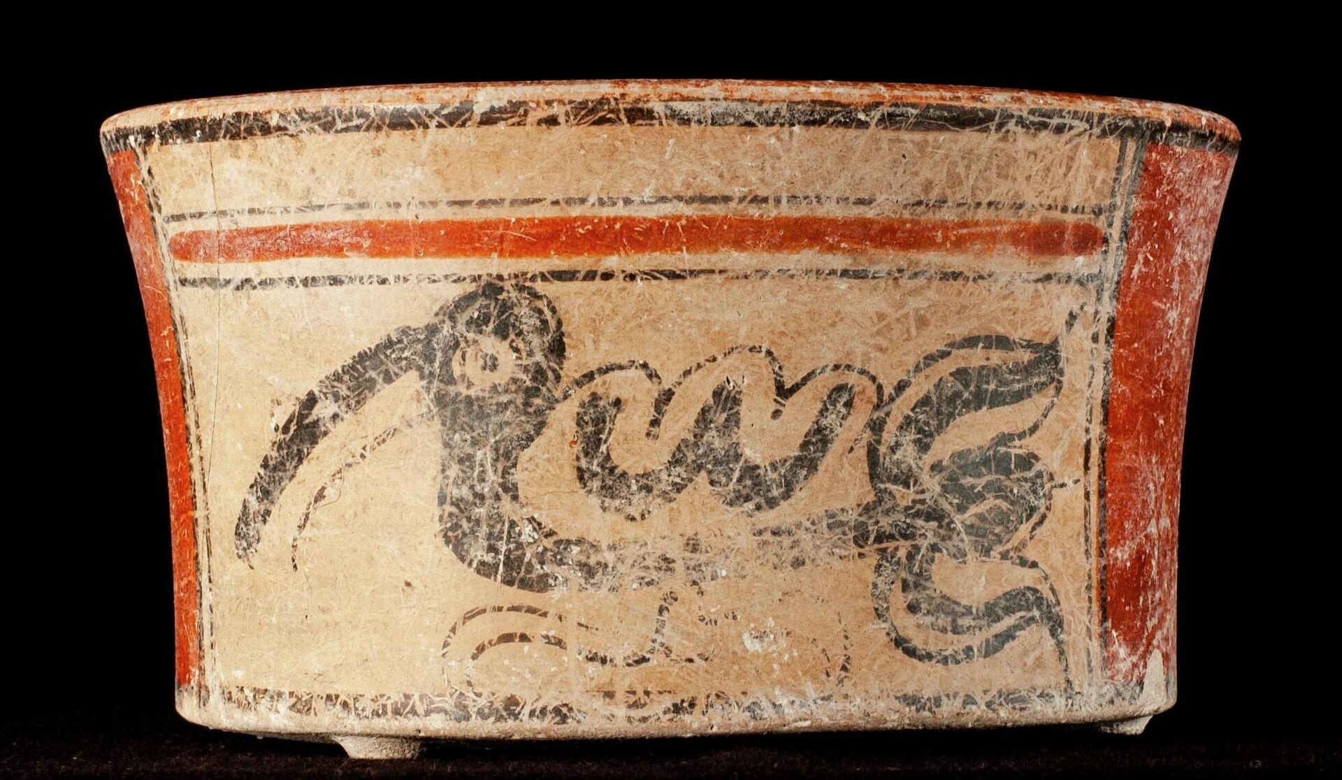 Una vasijas encontrada en el entierro - Sputnik Mundo, 1920, 17.03.2021