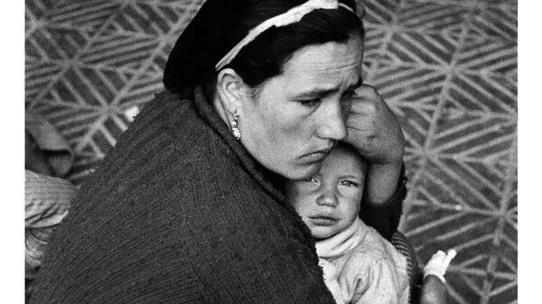 Una familia durante la Guerra Civil española - Sputnik Mundo