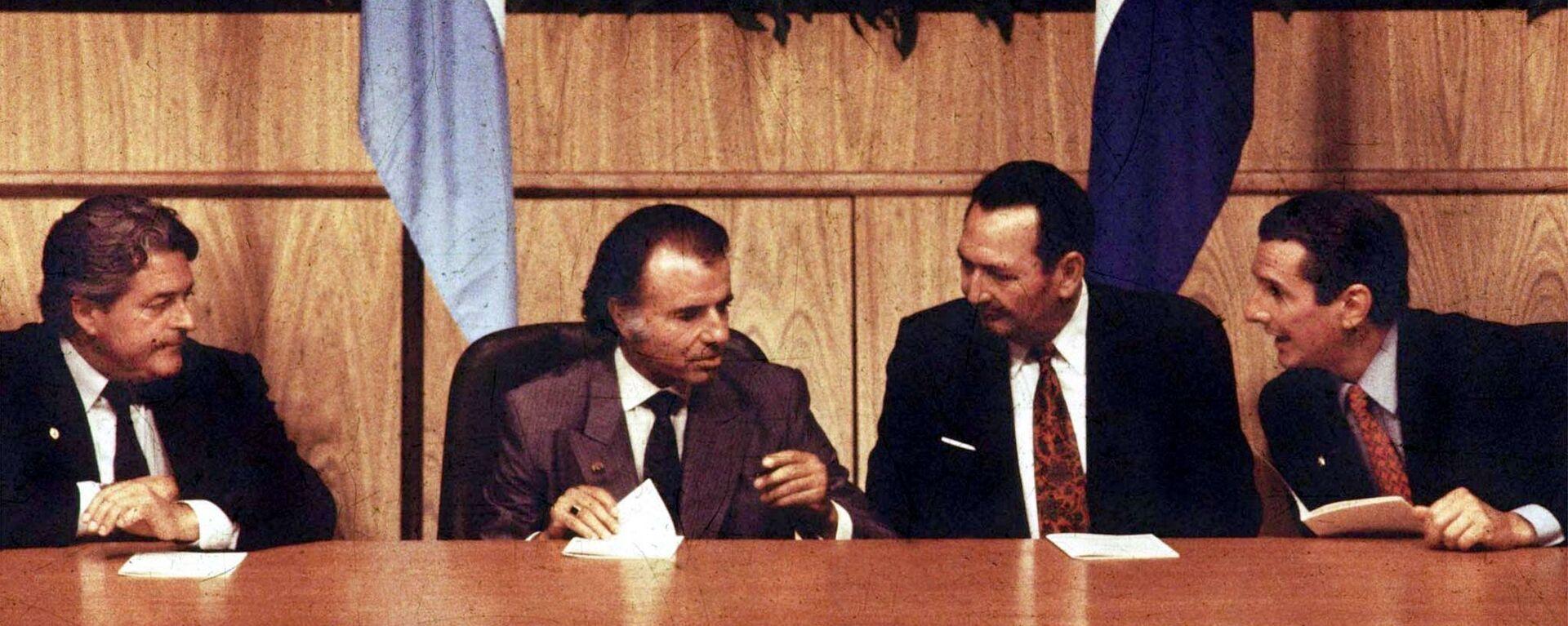 Los presidentes de Uruguay, Luis Alberto Lacalle; de Argentina, Carlos Menem; de Paraguay, Andrés Rodríguez y de Brasil, Fernando Collor de Mello, firmando el Tratado de Asunción en 1991 - Sputnik Mundo, 1920, 18.03.2021