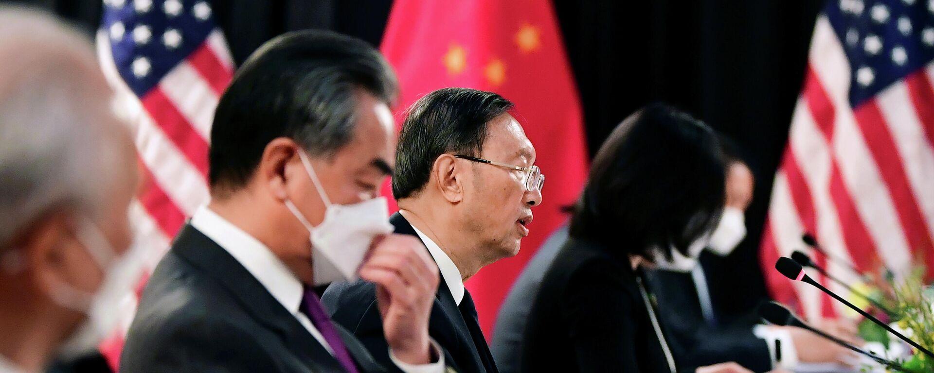 Ministro de Exteriores chino, Wang Yi, y excanciller de China, Yang Jiechi - Sputnik Mundo, 1920, 19.03.2021