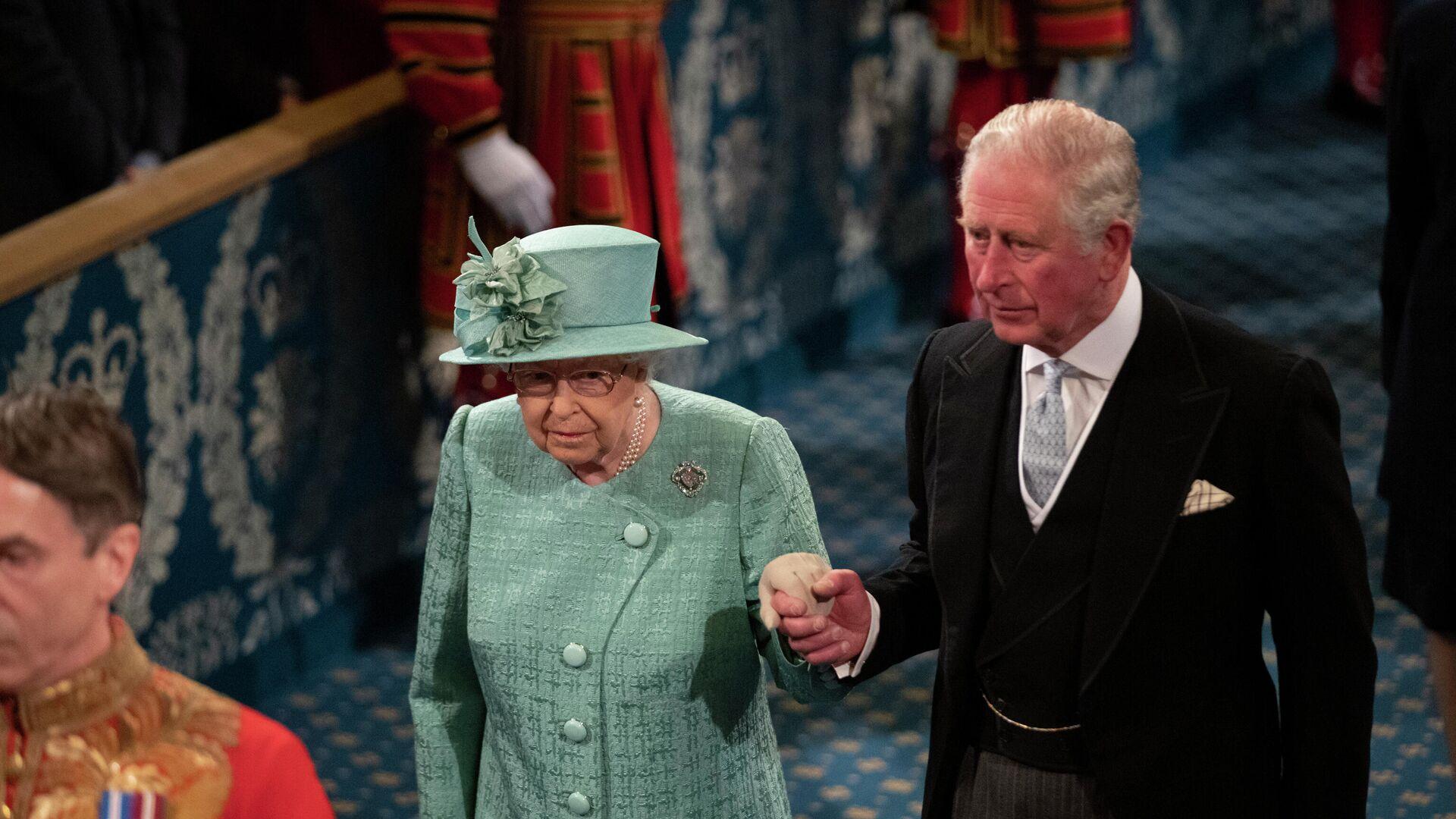 Isabel II, reina británica, y su hijo, el príncipe Carlos - Sputnik Mundo, 1920, 22.03.2021