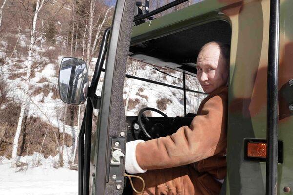Vladímir Putin, presidente de Rusia, durante su viaje por Siberia - Sputnik Mundo