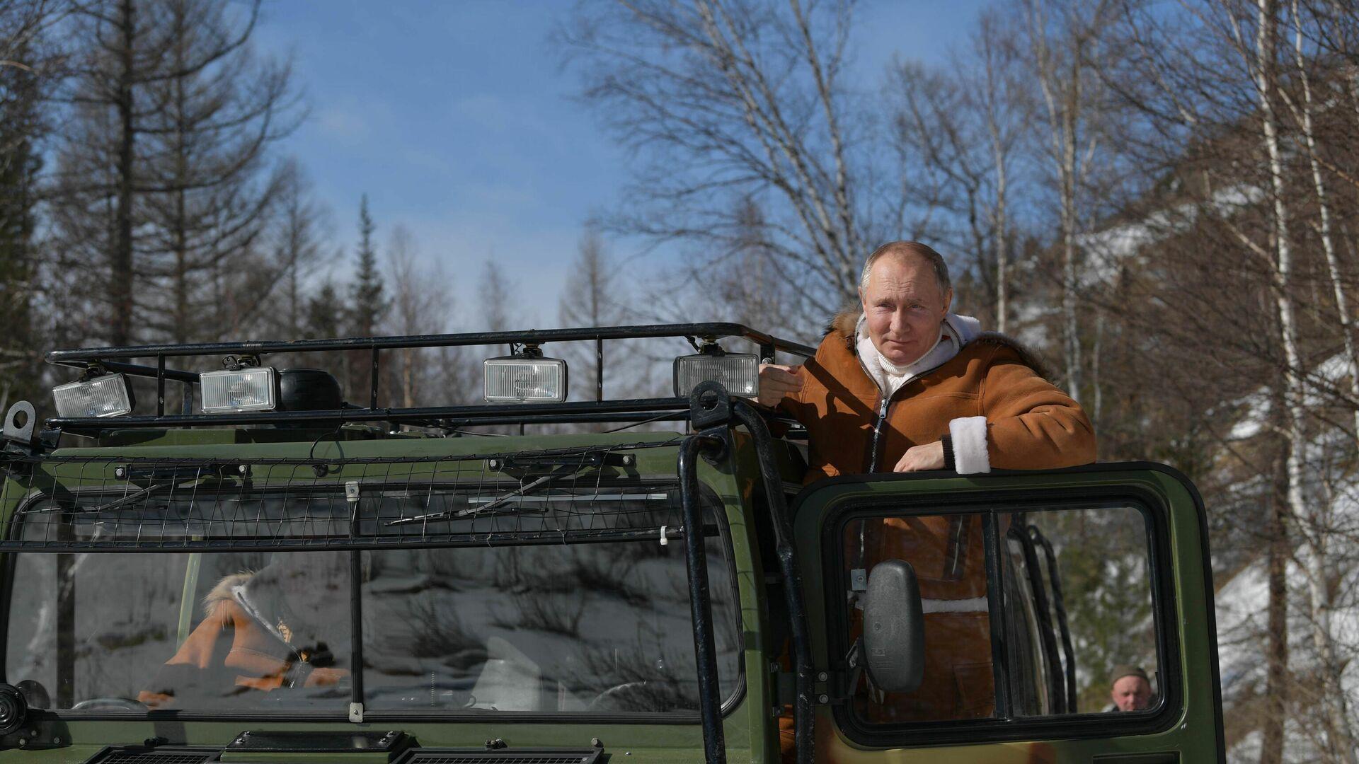 Vladímir Putin, presidente de Rusia, en su viaje por Siberia - Sputnik Mundo, 1920, 23.03.2021