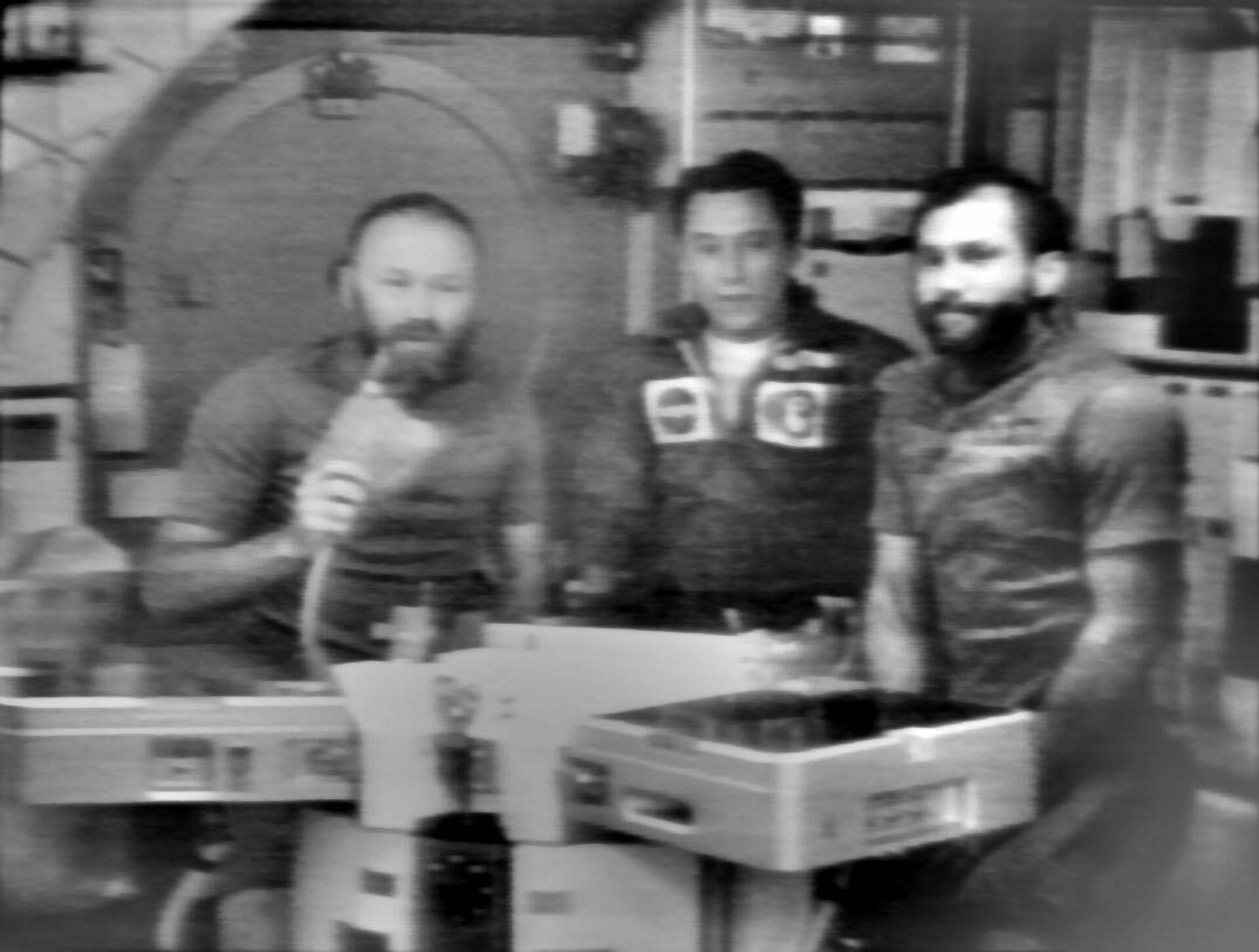 Los astronautas Gerald Carr, Edward Gibson y William Pogue a bordo de Skylab - Sputnik Mundo, 1920, 25.03.2021