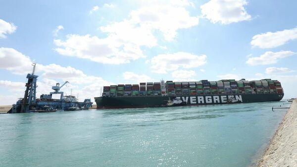 El portacontenedores Ever Given encallado en el canal de Suez - Sputnik Mundo