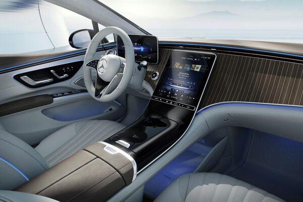El interior del Mercedes EQS con un panel básico - Sputnik Mundo
