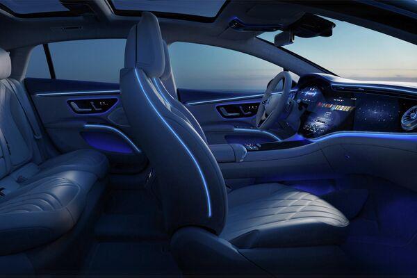 El interior del Mercedes EQS  - Sputnik Mundo