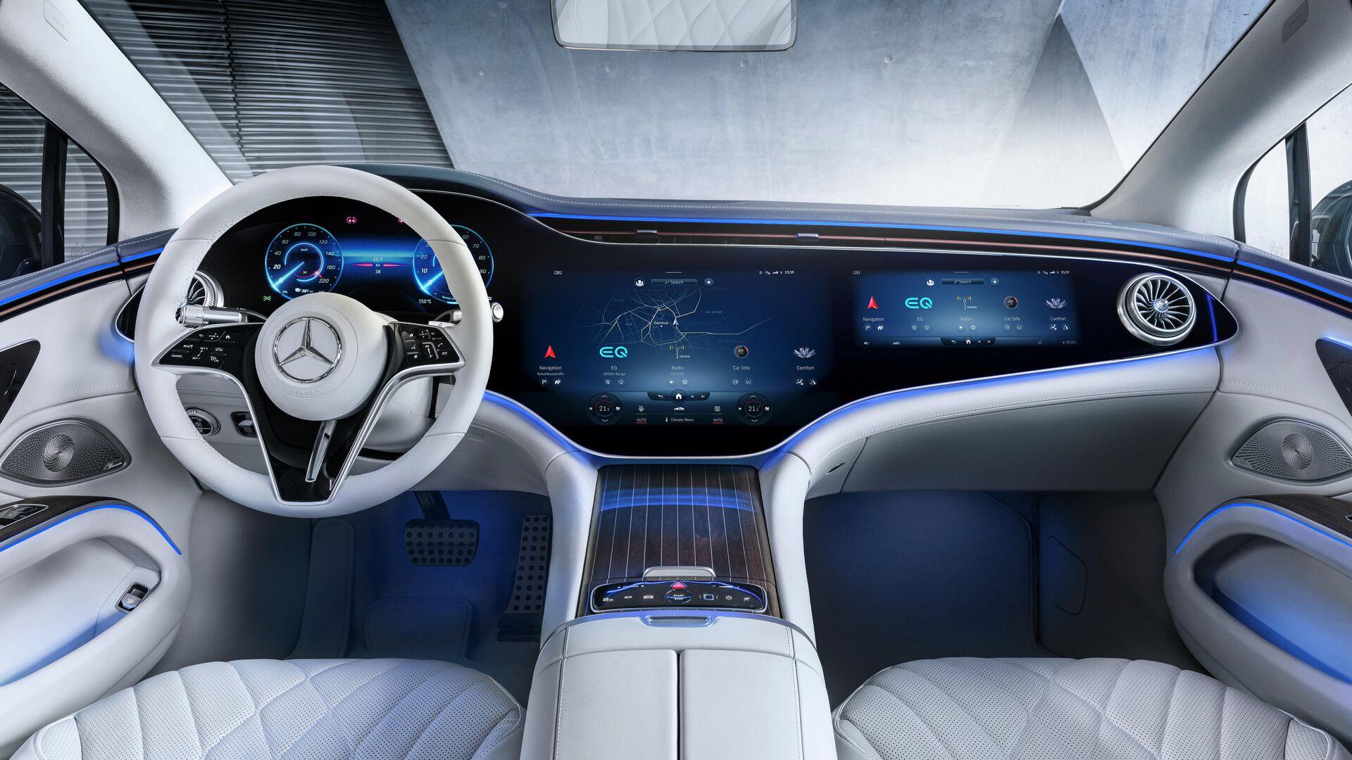 El interior del Mercedes EQS con el panel interactivo Hyperscreen - Sputnik Mundo, 1920, 28.03.2021