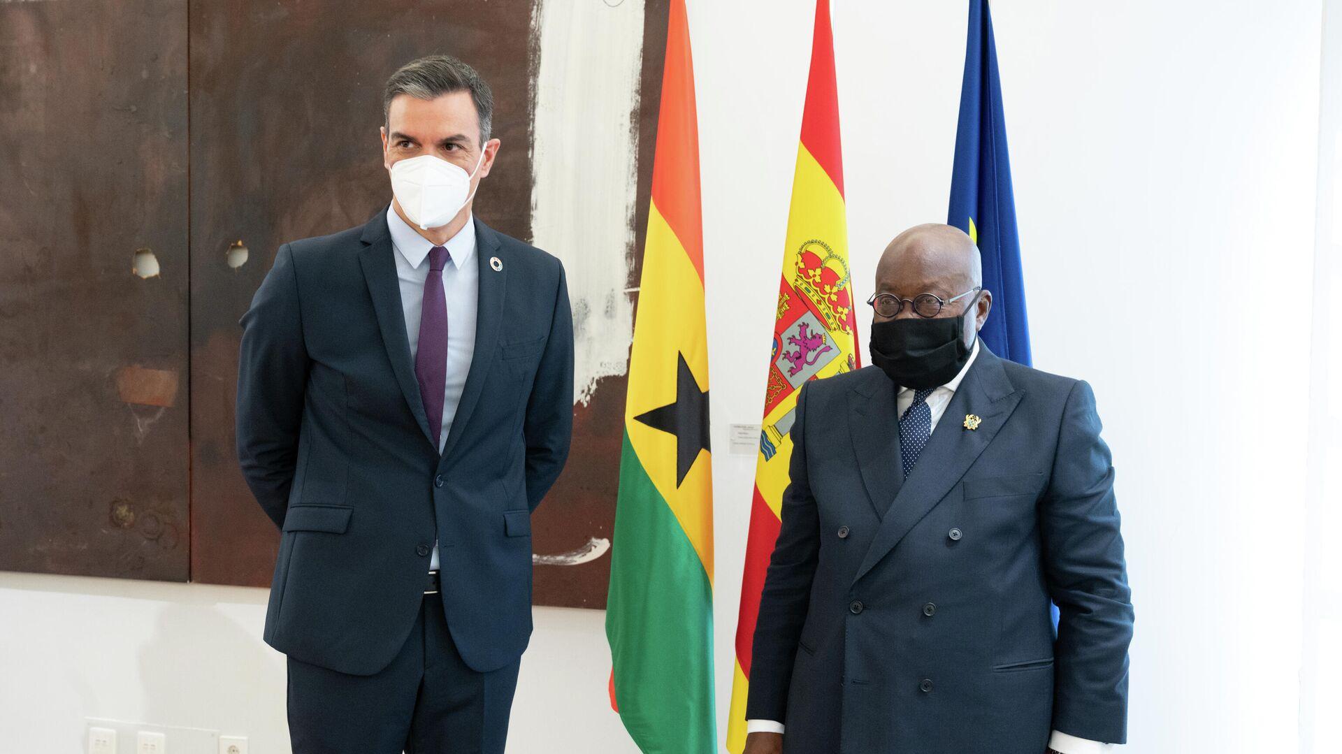El presidente del Gobierno, Pedro Sánchez, y el presidente de la República de Ghana, Nana Akufo-Addo, en una reunión en Madrid. - Sputnik Mundo, 1920, 29.03.2021