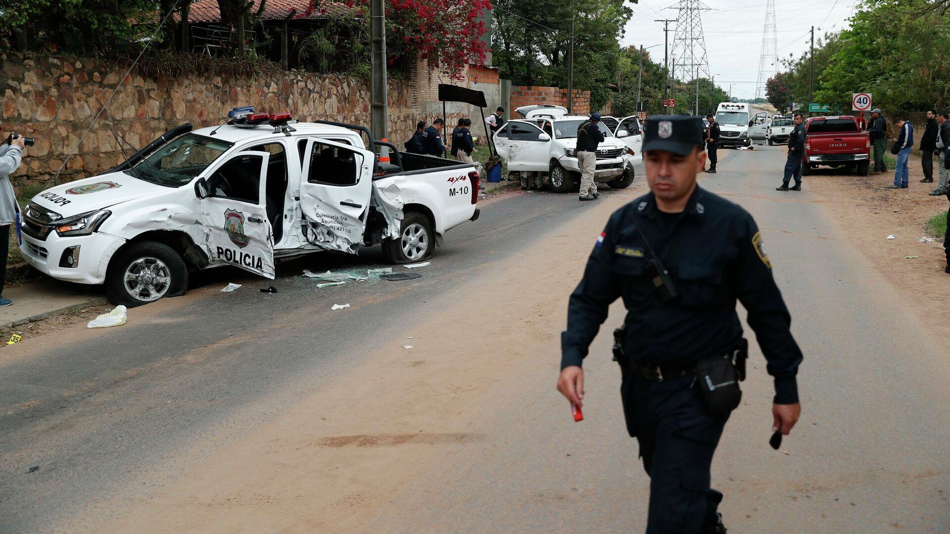 Camioneta policial destrozada tras el ataque de un grupo criminal para liberar al líder narco Teófilo Samudio (archivo) - Sputnik Mundo, 1920, 30.03.2021