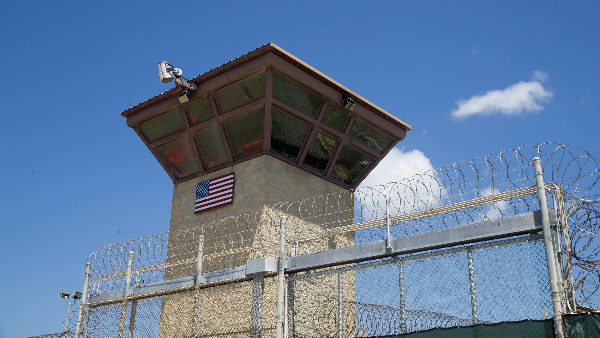 Torre de control del Campo 6 del centro de detención que tiene en la Bahía de Guantánamo - Sputnik Mundo, 1920, 23.09.2021
