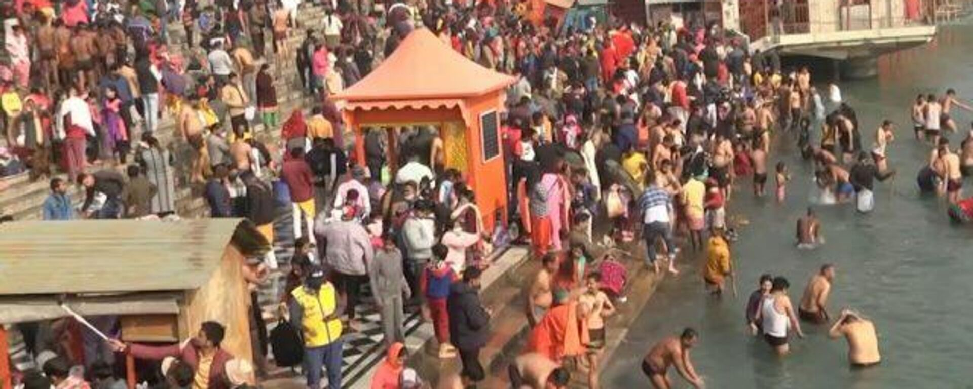 Millones de indios inundan el río Ganges a pesar de la pandemia - Sputnik Mundo, 1920, 14.04.2021