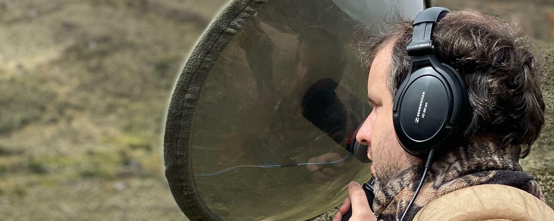 El paisajista sonoro ciego Juan Pablo Culasso durante una de sus grabaciones - Sputnik Mundo, 1920, 17.05.2021