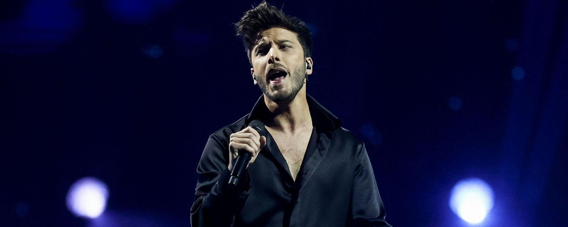 El representante español, Blas Cantó, sobre el escenario de Eurovisión 2021 - Sputnik Mundo, 1920, 25.05.2021