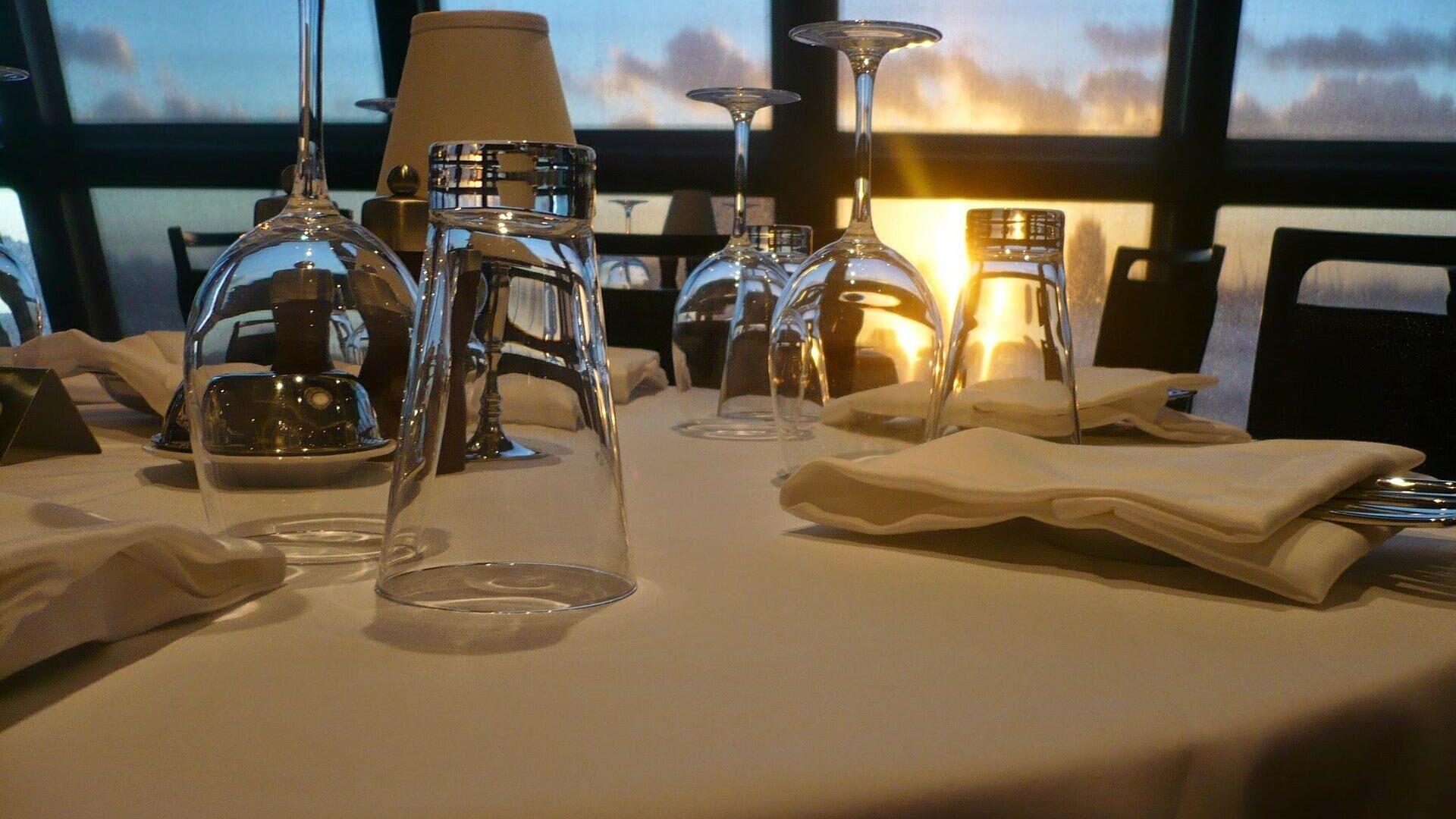 La mesa de un restaurante. Imagen referencial - Sputnik Mundo, 1920, 26.08.2021