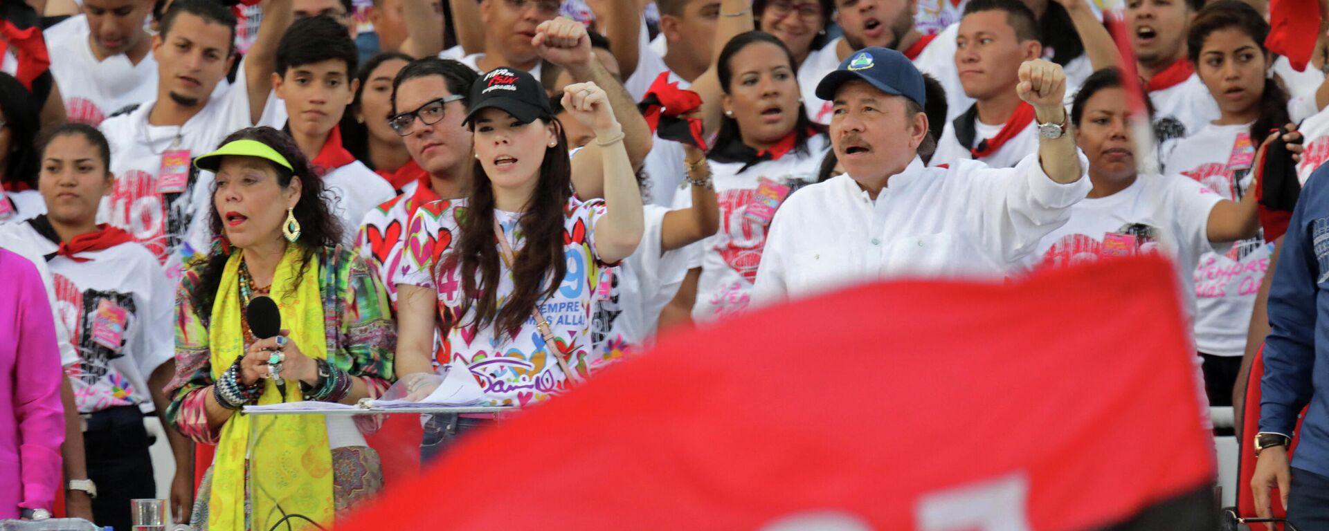 El presidente nicaragüense Daniel Ortega, su esposa, la vicepresidenta Rosario Murillo y su hija Camila Ortega  - Sputnik Mundo, 1920, 09.06.2021